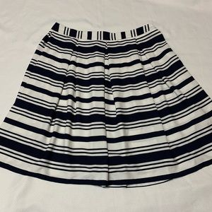 Roz & Ali White & Navy Blue pleated striped skirt